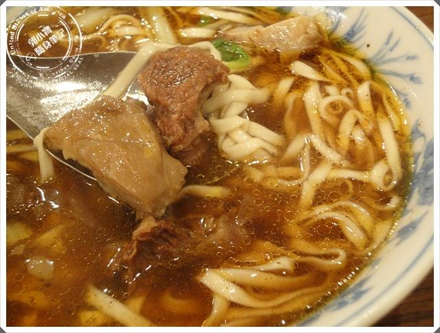 『食記美食。高雄前金』小王牛肉麵牛肉麵老店國外旅遊. 麵食 ...